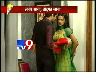 Khushi wants to see Arnav in a nightie in