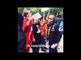 Тюркский Мужчина и армянский чатлах, крикливый петух, на митинге в Канаде 2016 Turk