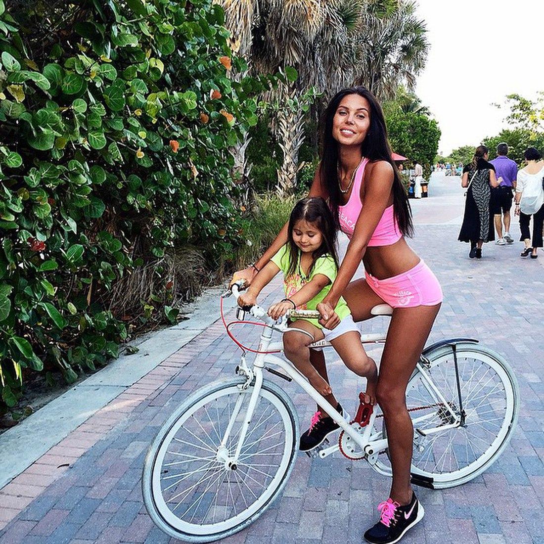 Фото жены на велосипеде 17 фотография