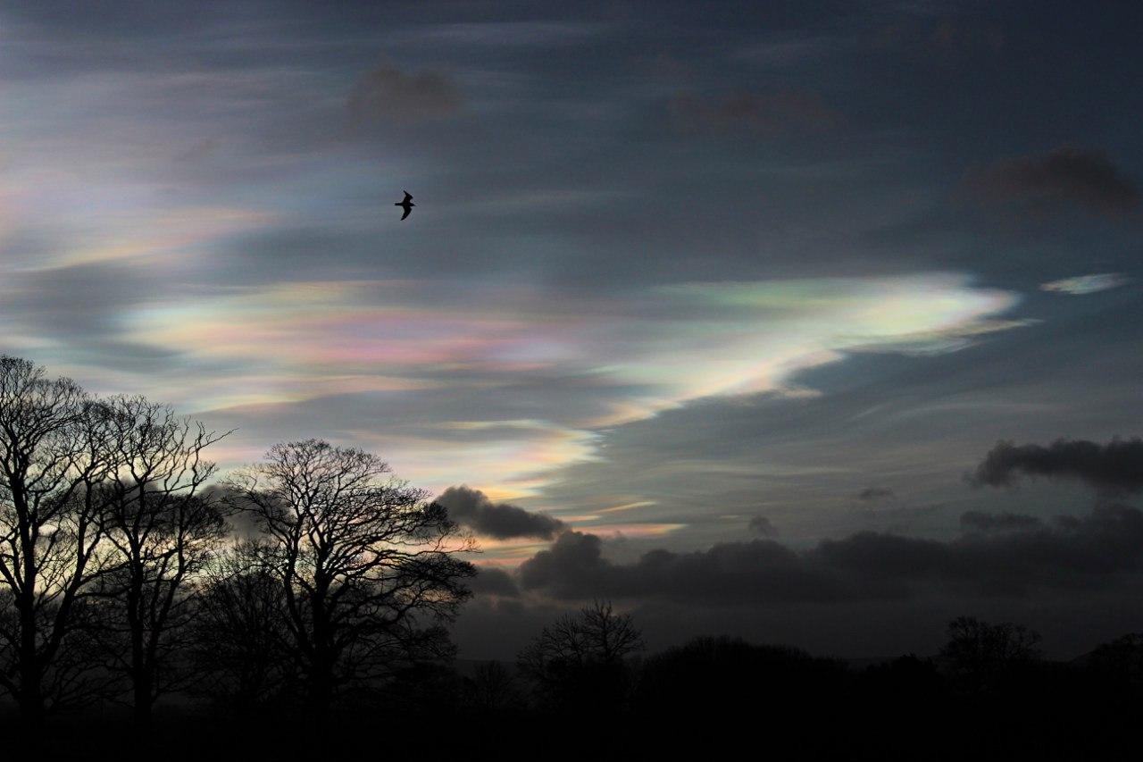 Облака цвета перламутр