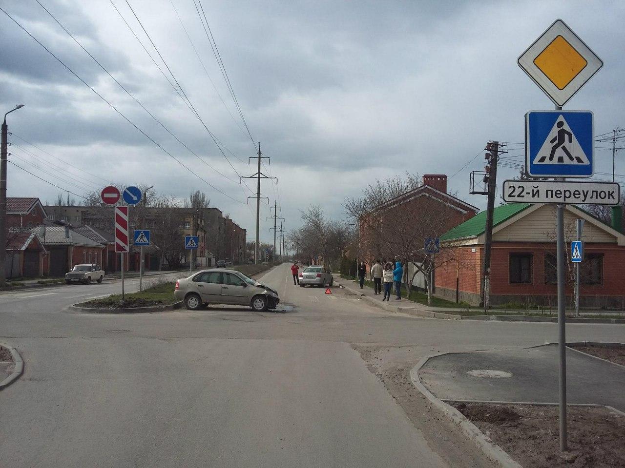 В Таганроге автоледи на «Лада Калина» протаранила Toyota Avensis