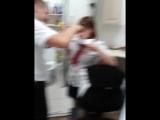 Охранник Саша ровняет челку Иринке в подсобке. Ничего особенного)))
