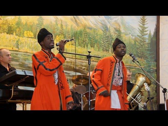 Чорношкірі співаки виконують українські пісні у Житомирській виправній колонії №4 - Житомир.info