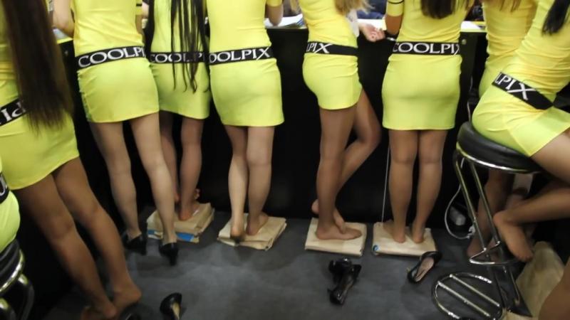 Красивые девушки с длинными стройными ножками в мини юбках. Красивые женские ножки в колготках Beautiful legs girls in pantyhose » Freewka.com - Смотреть онлайн в хорощем качестве