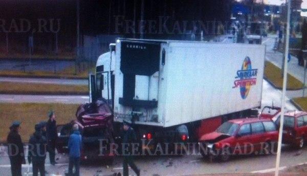 На пункте пропуска Гусев-Голдап грузовик протаранил несколько машин.