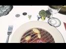Кушать подано Мэппинг шоу на столе в ресторане