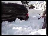 Внедорожник НИВА против внедорожника BMW X5 в снегу по бездорожью