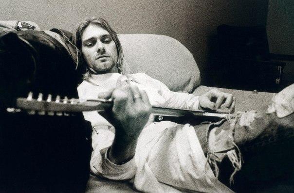 20 февраля родился великий музыкант и стрелок из гладкоствольного ружья Курт Коб...