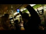 Группа диджеев, превратила вагон метро в ночной клуб