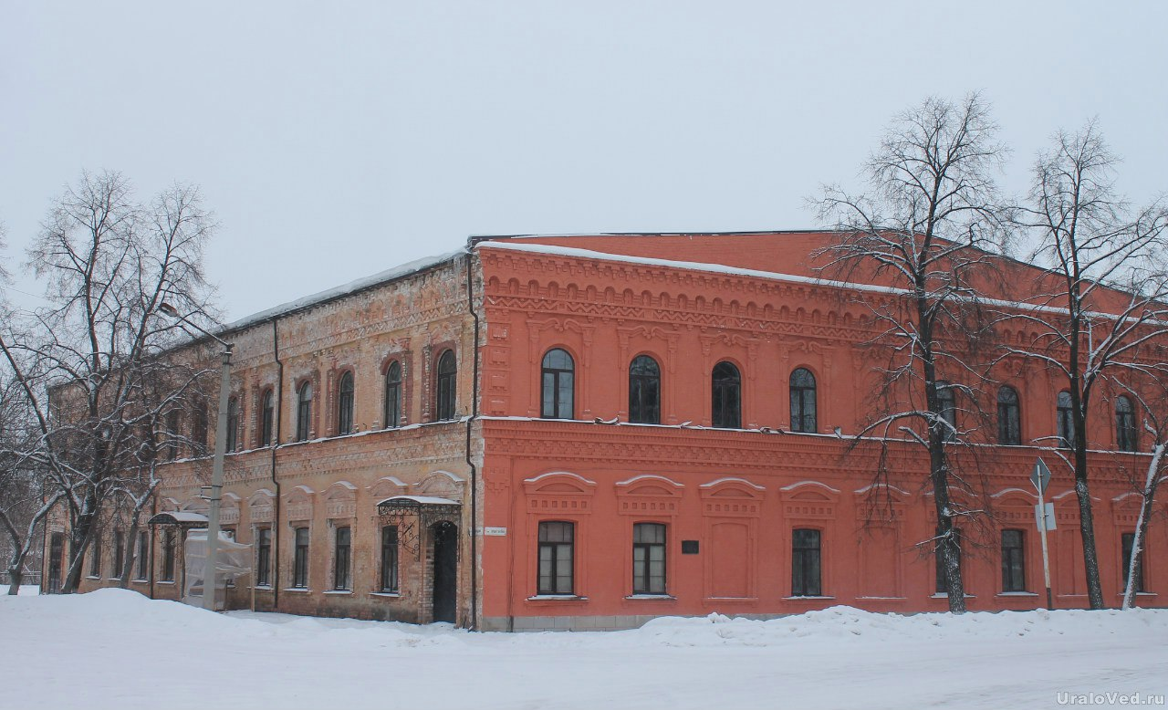 Некоторые здания реставрируются