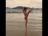 [BALLET FITNESS] Aline Riscado dançando na praia de fio dental