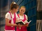 Большой детский хор поет песню Гимн библиотеки