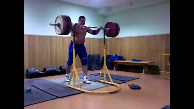 Koklyaev Misha push press 200 kg/ 440 lb *3 times.