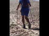 Лыжник на пляже