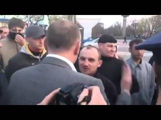 Луганск Парень уделал майданутых 18 04 2014