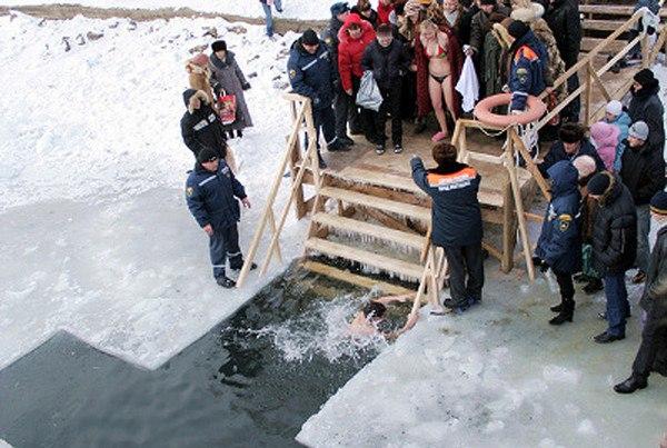 Ростовские спасатели предупреждают о соблюдении мер безопасности во время крещенского купания