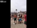Драка на пляже
