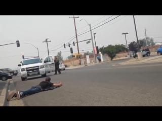 Черный против белого. Реакция американских полицейских на ношение оружия