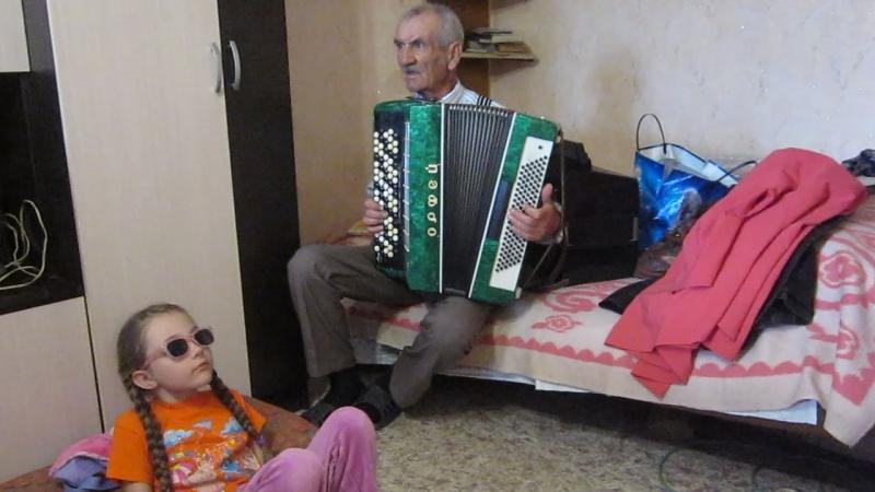 СЕГОДНЯ МОЕМУ ОТЦУ - 70! Часть 2 у отца дома - несколько баянов и аккордеон; зелёный Орфей - спутник моего тинейджерства (ему