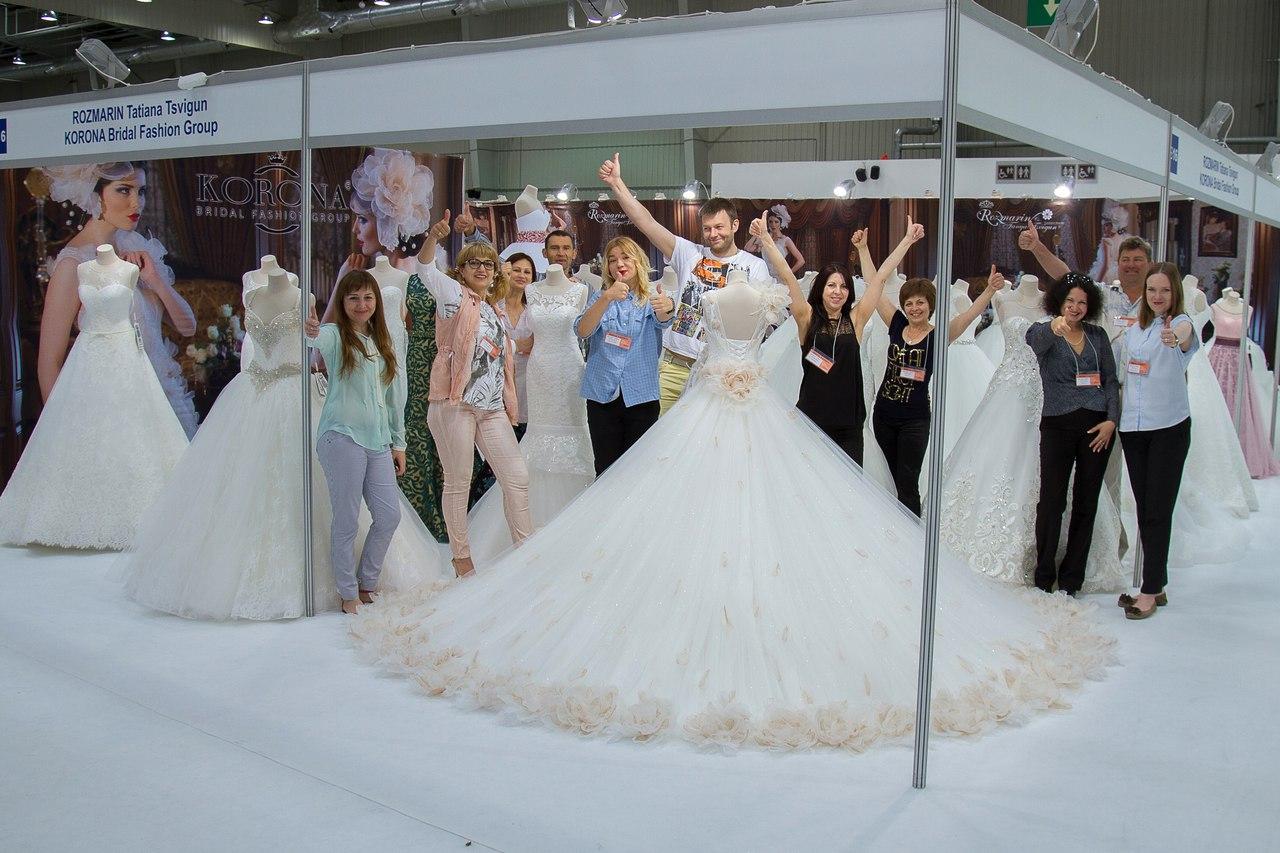 Сукня від майстринь Львова для красунь зі всієї України