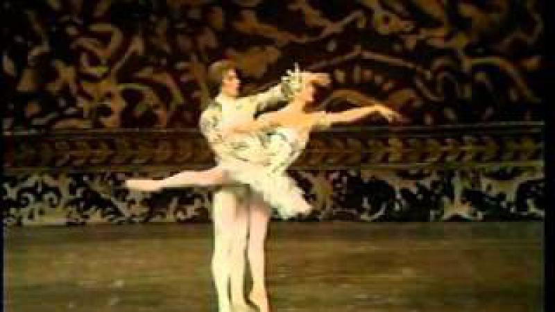 Pas de Deux from Tchaikovsky's The Nutcracker (Rudolf Nureyev and Merle Park)