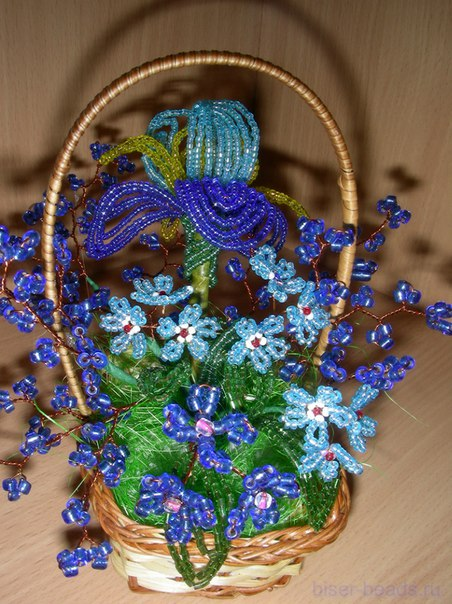 Корзинка цветов из бисера