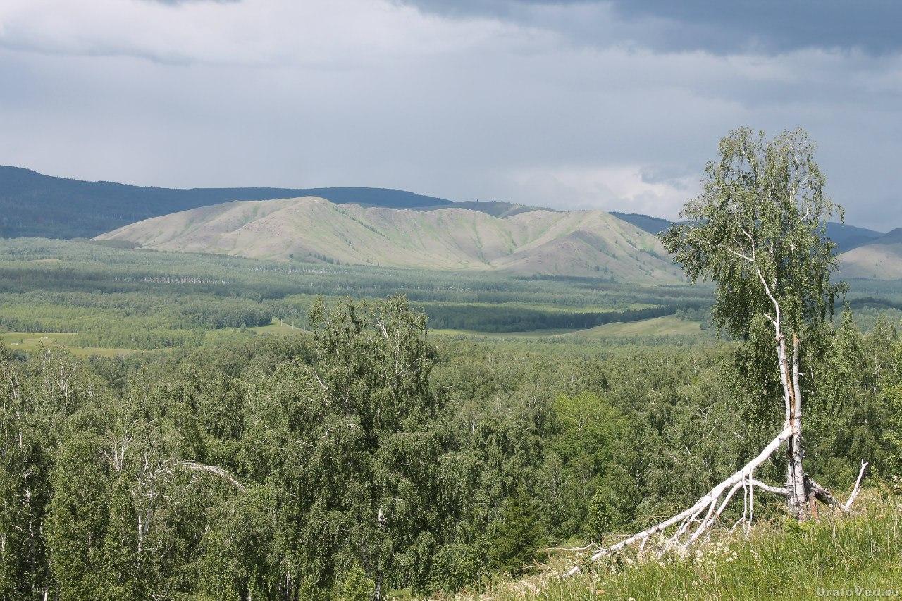 Вид на хребет Нурали