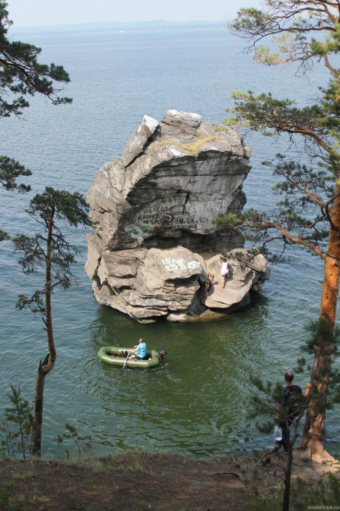 Шайтан-камень на озере Иткуль
