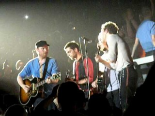 Coldplay - The Pogues'cover Fairytale of New York  @O2 in Dublin, 22-12-08