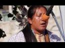 Индейцы в Москве поют и танцуют.