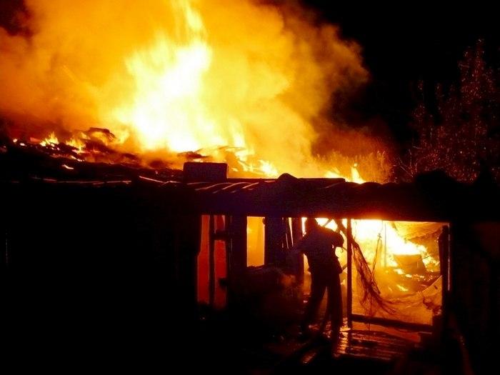 На выходных в Таганроге полностью сгорел частный дом, спасено два человека