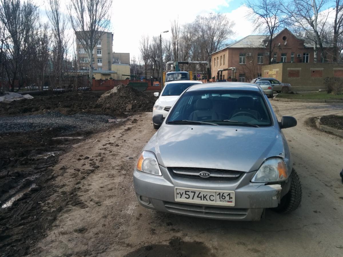 В Таганроге водитель Kia, двигаясь задним ходом, протаранил Citroen
