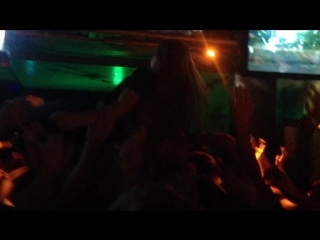 O.torvald - примат, crowd surfing ( live divan 12.09.15)