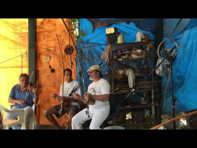 Orquestra Harmônica de Berimbaus Pau D'Óleo: Jorge, Ana, Laura, Bom Menino. IMG_0053. 31out15. 07A