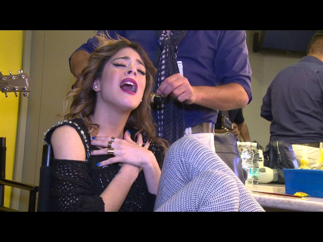 Tini canta Hoy somos más | Violetta en vivo