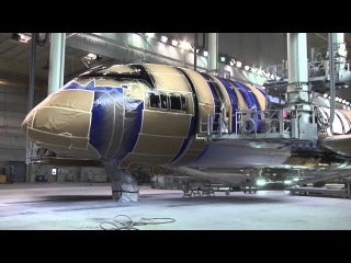 Boeing paint crew decorates the ANA R2-D2 Dreamliner 787-9