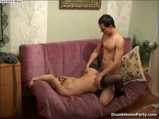 Пьяная русская деваха кайфует от секса
