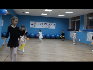Утренник Посвящение в танцоры танец листики