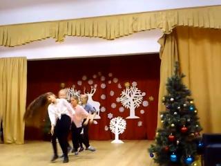 Новогоднее выступление в школе