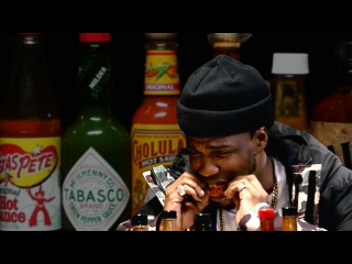 Curren$y Talks Munchies, Industry Games, and Rap Dogs While Eating Spicy Wings   Hot Ones