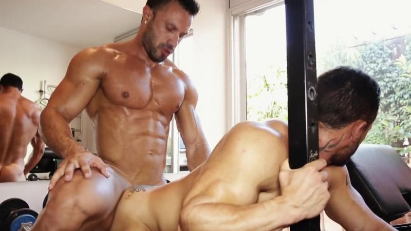 смотреть американские геи трахаются после упражнений