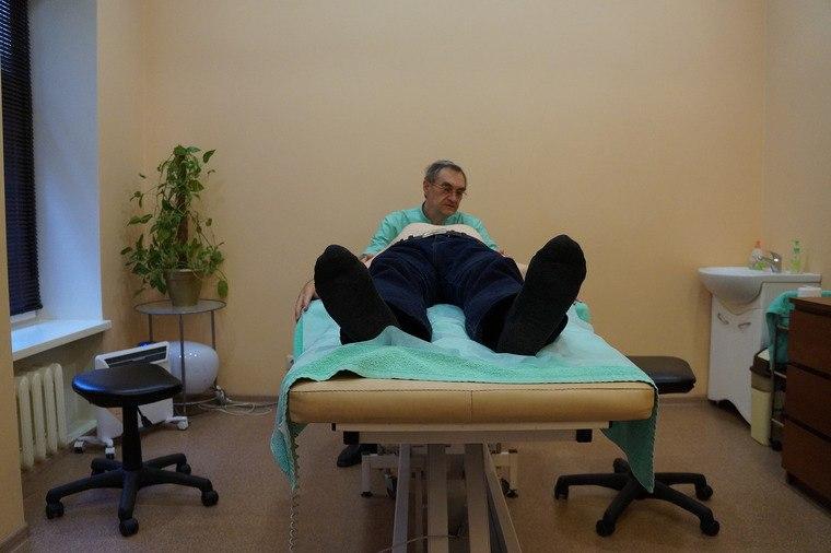 Как лечат остеопаты. Прием первый