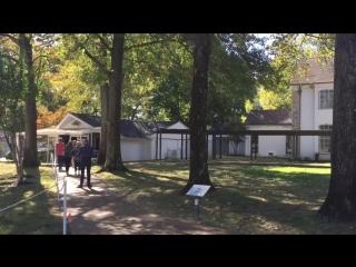 Дом Элвиса Пресли. Поместье Грейсленд. Мемфис, штат Теннесси ⁄ Elvis Presleys house at Graceland
