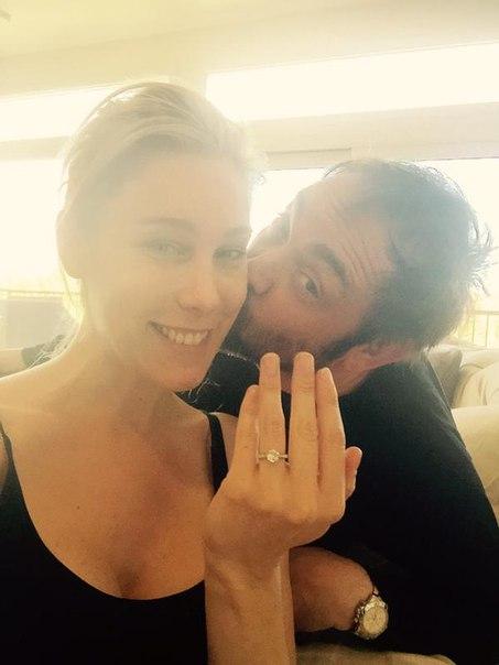 кольцо., подаренное Марком Шеппардом своей невесте