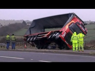 В Великобритании устраняют последствия сильного шторма