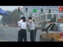 Драка девушек полицейских на дороге