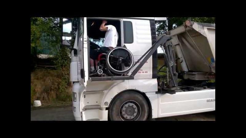 Инвалид Дальнобойщик демонстрирует работу своего тягача MAN с инвалидным подъём ...