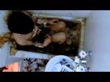 Японец обмотавшись ментосом прыгнул в ванну с кока колой