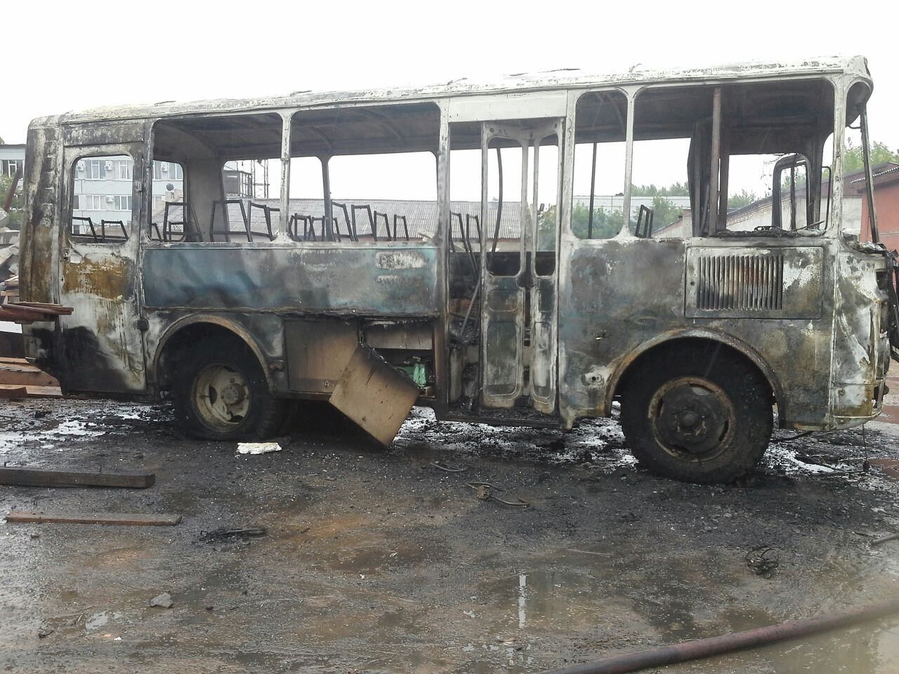 На территории одной из баз в Нижнекамске сгорел автобус