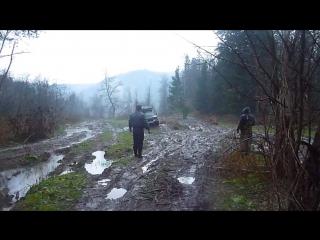 Нива в лесу по бездорожью Башкирии